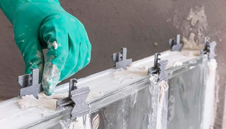 Como assentar paredes de blocos de vidro