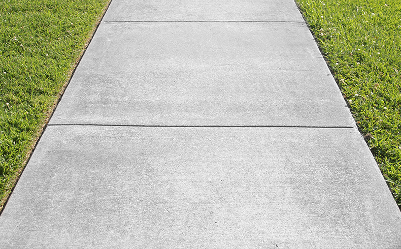 Placas de concreto aparecem como opção para calçadas