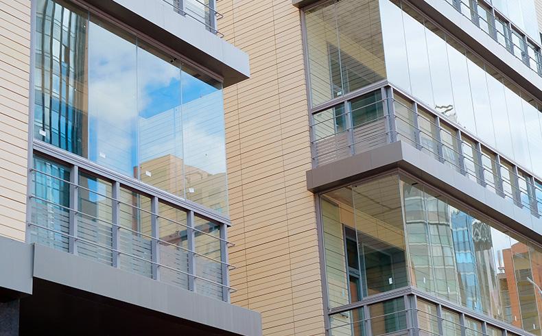 Envidraçamento de sacada: regras no seu condomínio